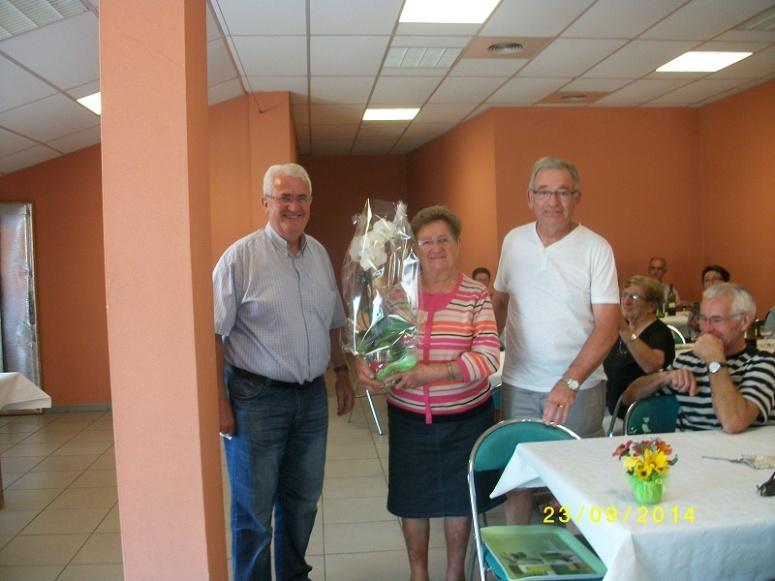 Mme Andrée Bougeard honorée pour ses 90 ans par le Président Eugène Bienne et Maurice Goarin trésorier